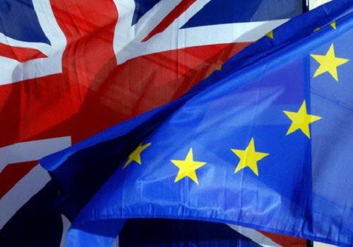 Фунт ослабевает накануне решения Терезы Мэй относительно Brexit