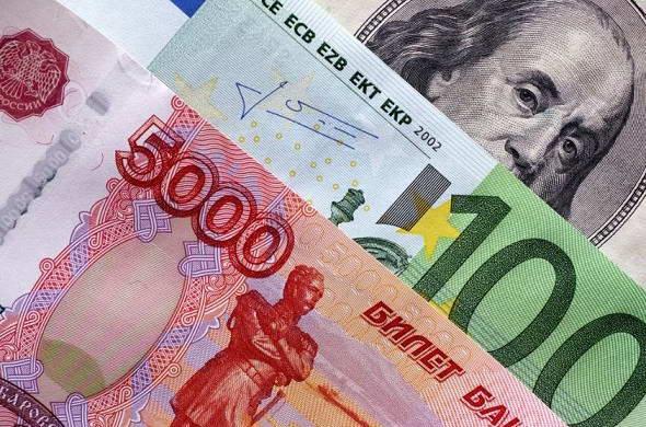 Рубль ослабевает на ожиданиях искусственной девальвации