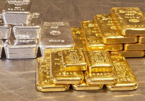 Цена на золото на торгах пятницы резко обвалилась