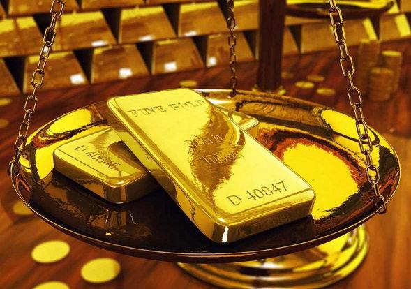 Золото пытается отыграть пятничные потери