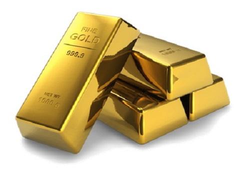 Золото сегодня дешевеет на фоне укрепляющегося доллара